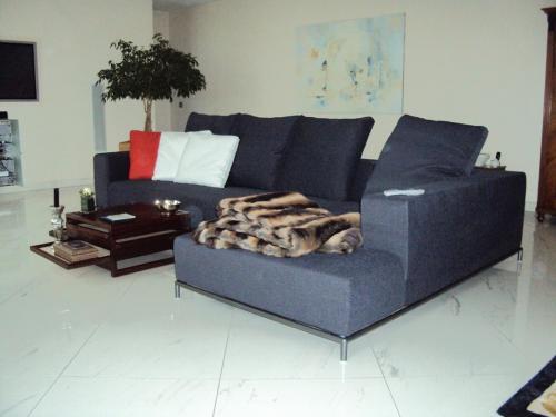 Neubezug für ein Sofa mit losen Kissen aus Wiesbaden
