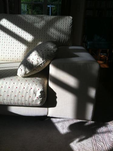 neubezug eines Sofas mit uni Stoff und Musterstoff in Kronberg